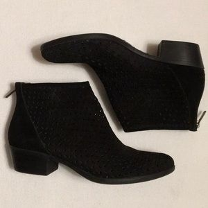 Lucky Brand Bergyn Perforated Ankle Boots sz 38